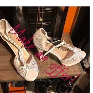TOP Moda White Lace Heels
